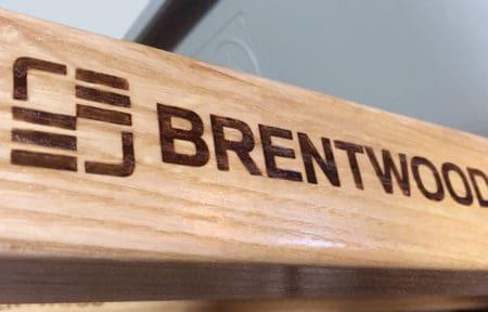 closeup of brentwood logo on wheelbarrow handle